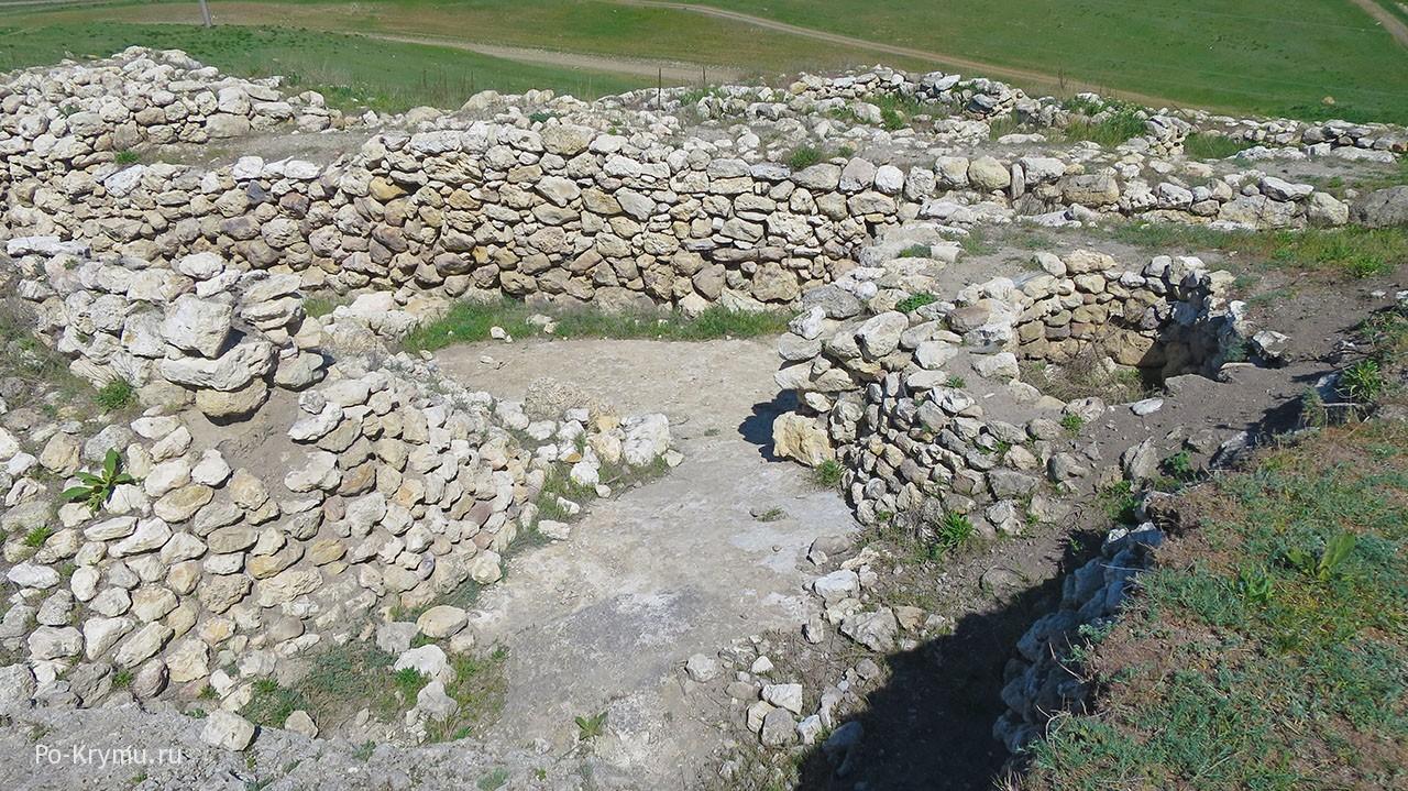 Раскопки в городище Ак-Кая продолжаются.