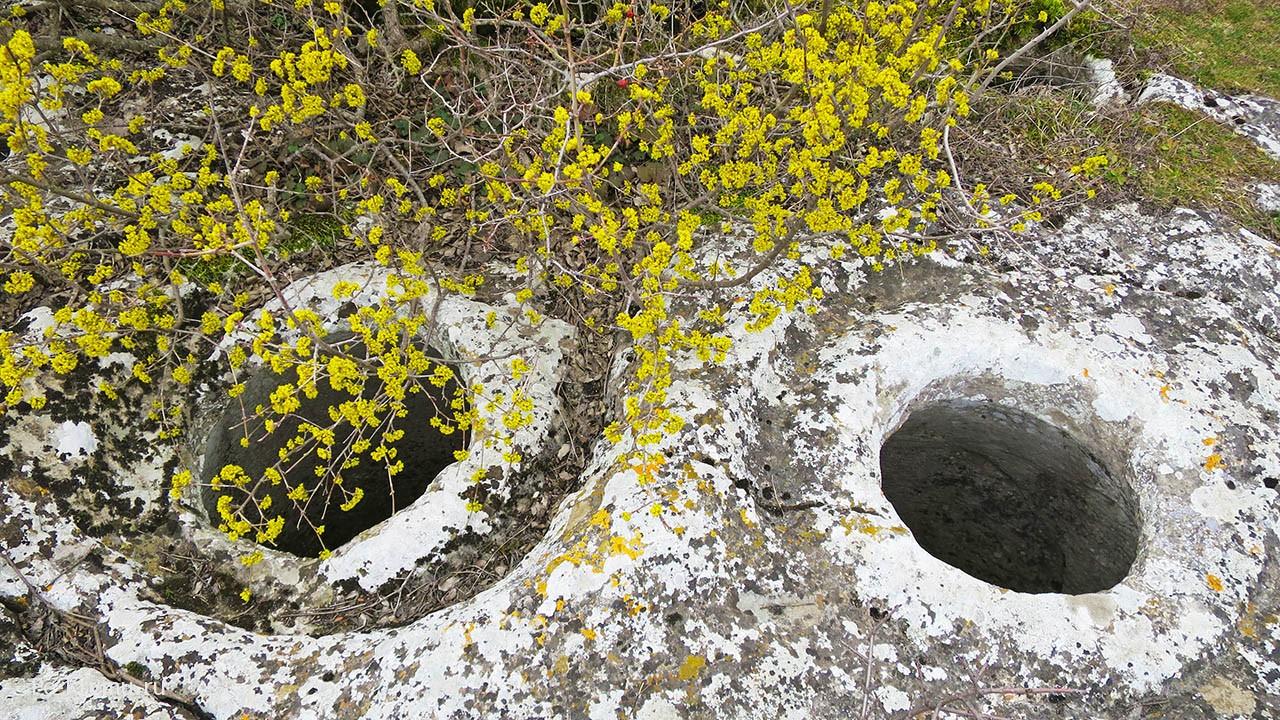 Зерновые ямы в городе Бакла.