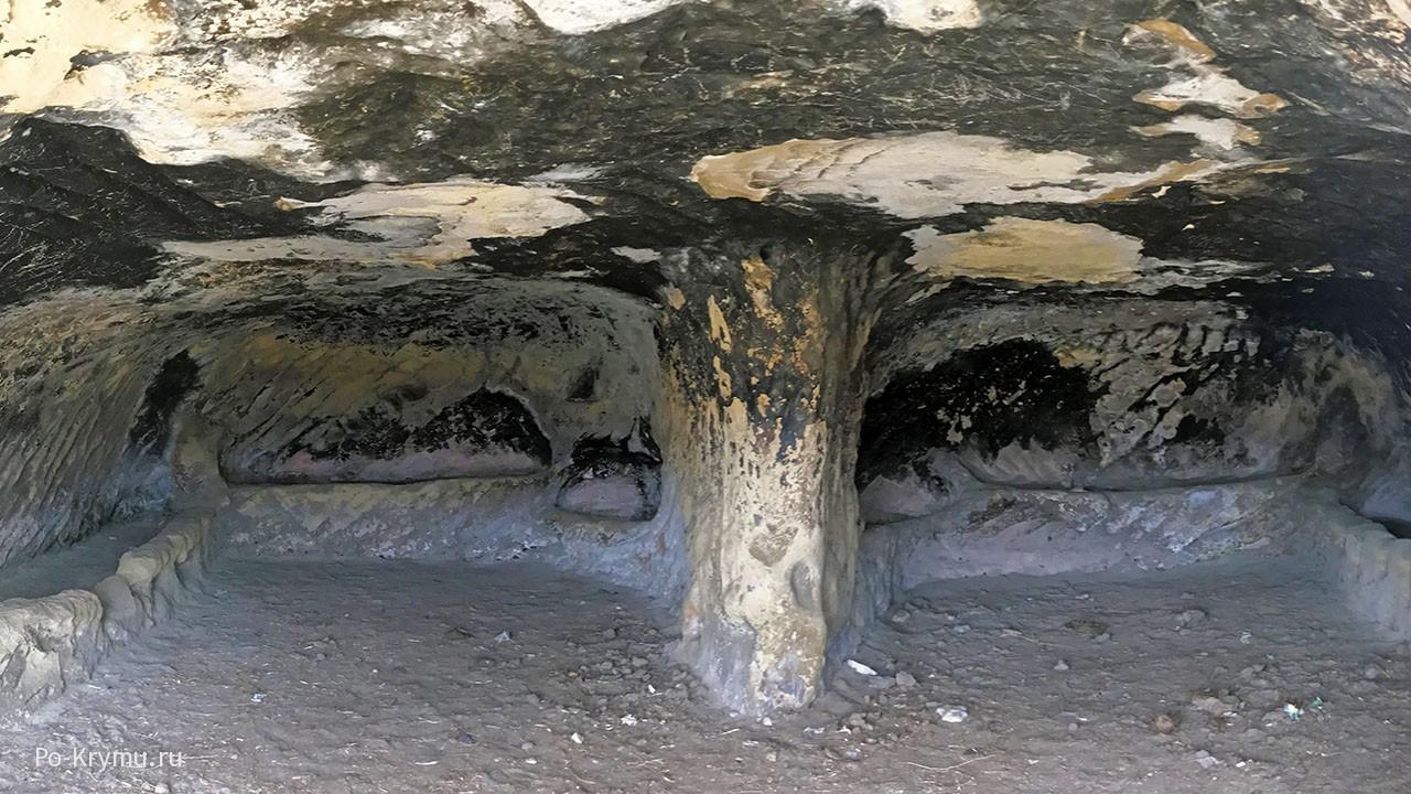 Бакла - пещерный город в Крыму.