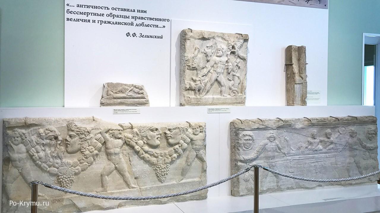 Античные барельефы в Херсонесе.