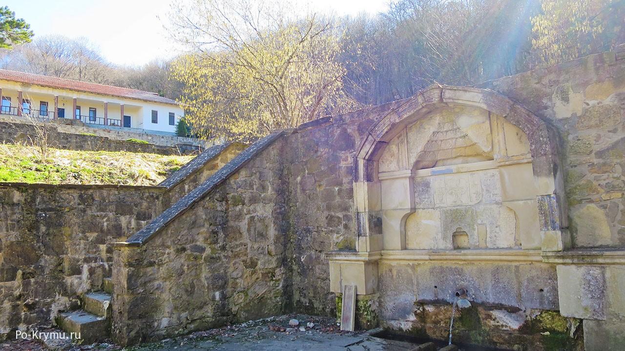 Родник в монастыре Сурб-Хач.