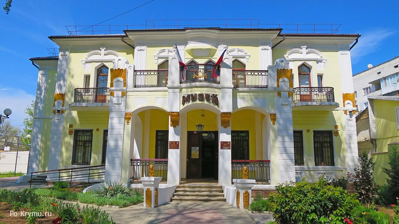 Музей краеведения и истории грязелечения в городе Саки.