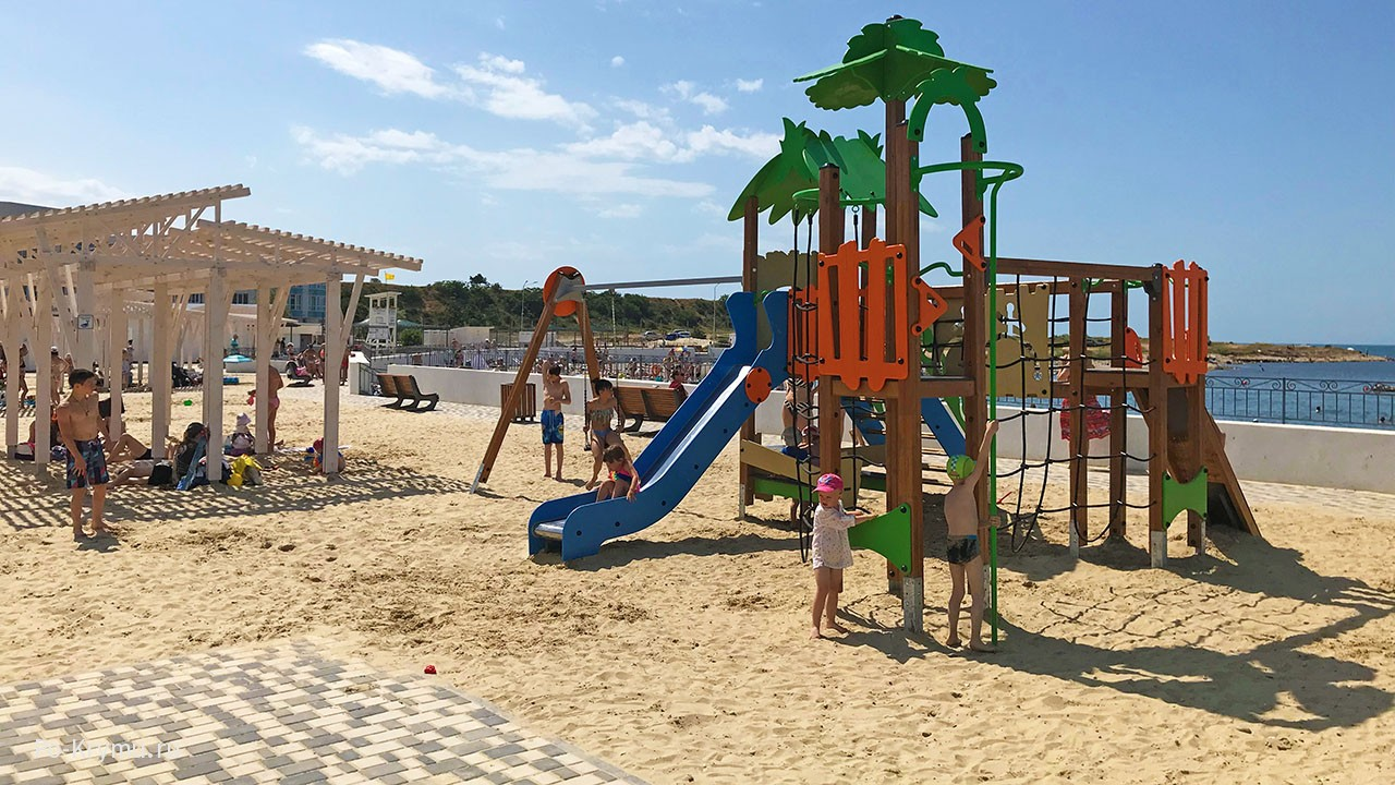 Песчаная часть Адмиральской лагуны.