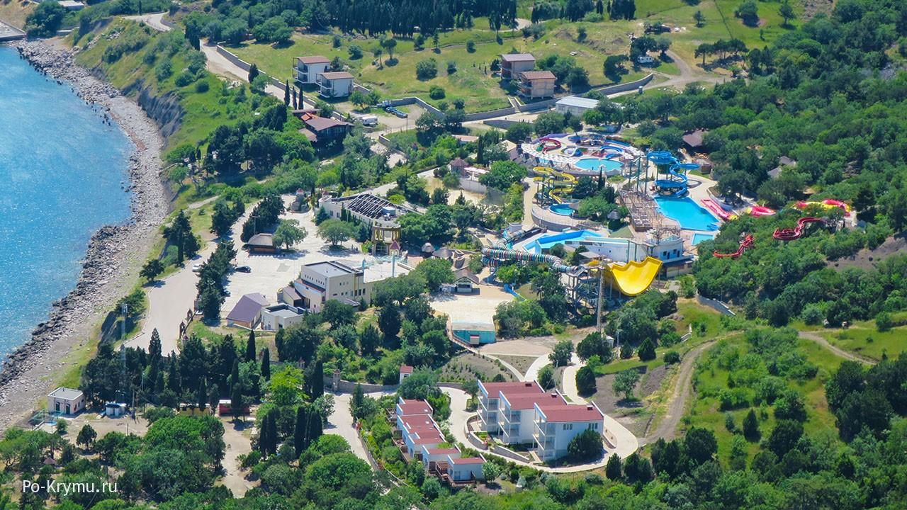 Вид на аквапарк Симеиза с горы Кошка.