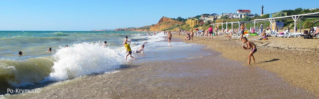Песчаный пляж Любимовки под Севастополем - фото моря, берега, отдыхающих