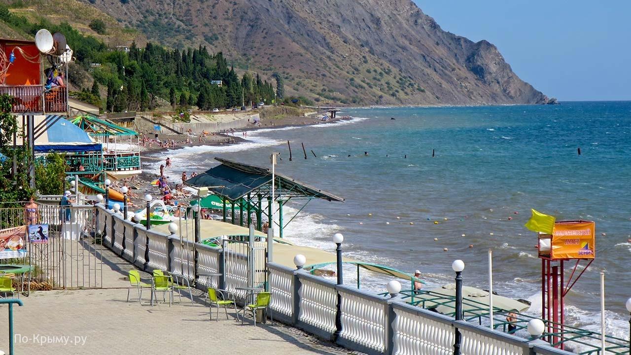 Поселок Морское в Крыму - пляж в сентябре