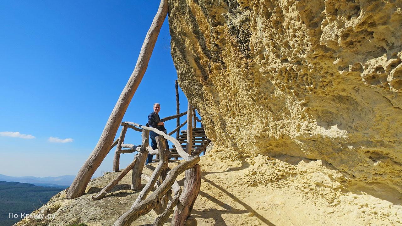 Сырные скалы в монастыре Челтер-Мармара