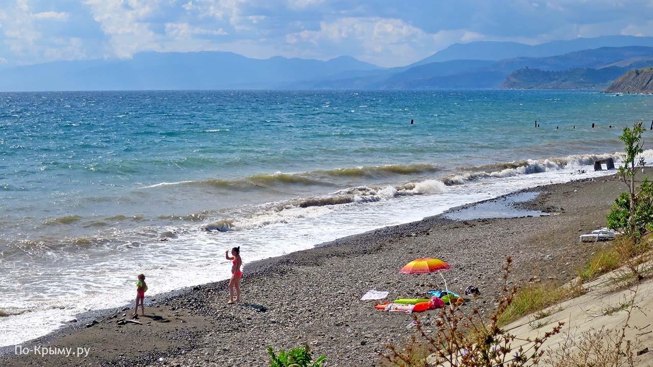 Село Морское в Крыму - песчано-галечный пляж