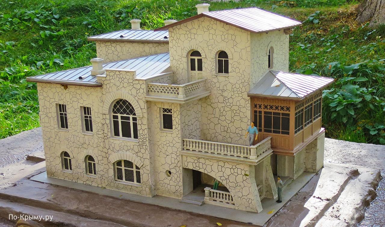 Белая дача Чехова в Ялте - дом-музей писателя