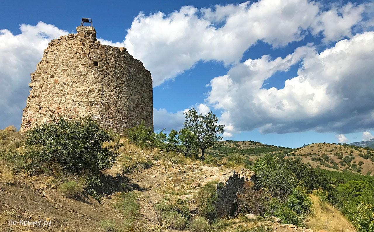 Донжон и часть крепостных стен