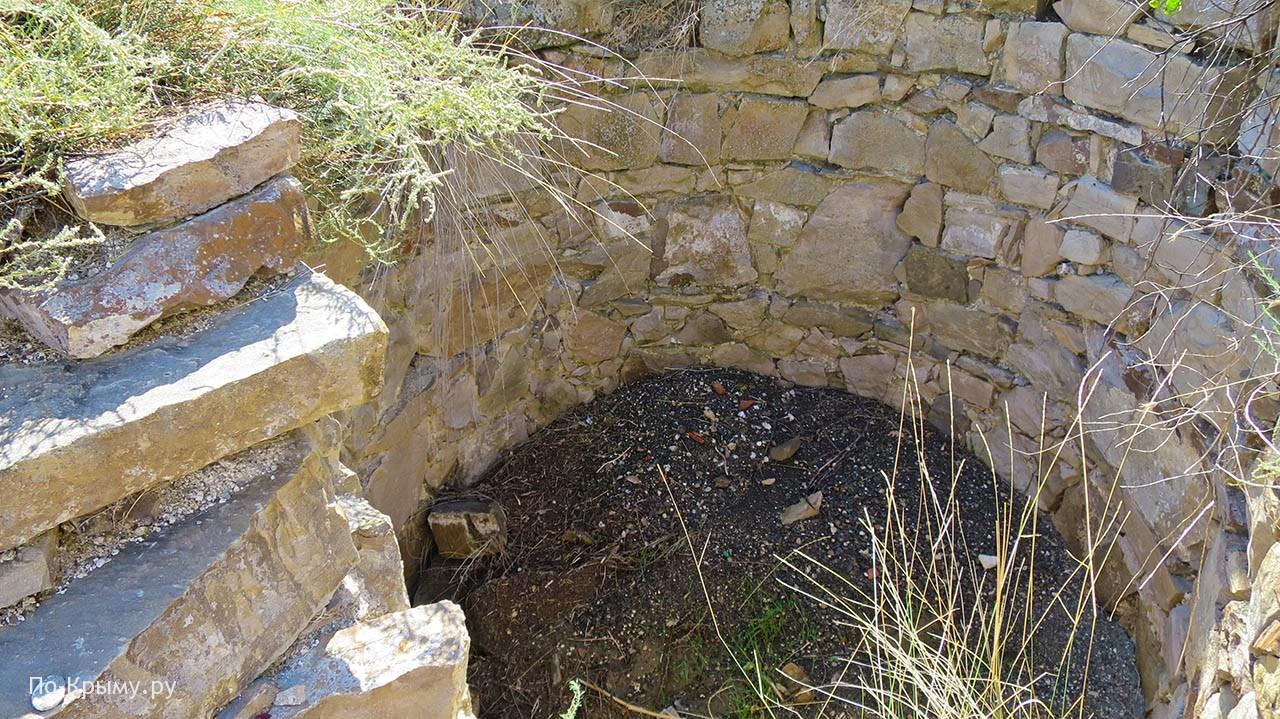 Колодец у крепости Чобан-Кале