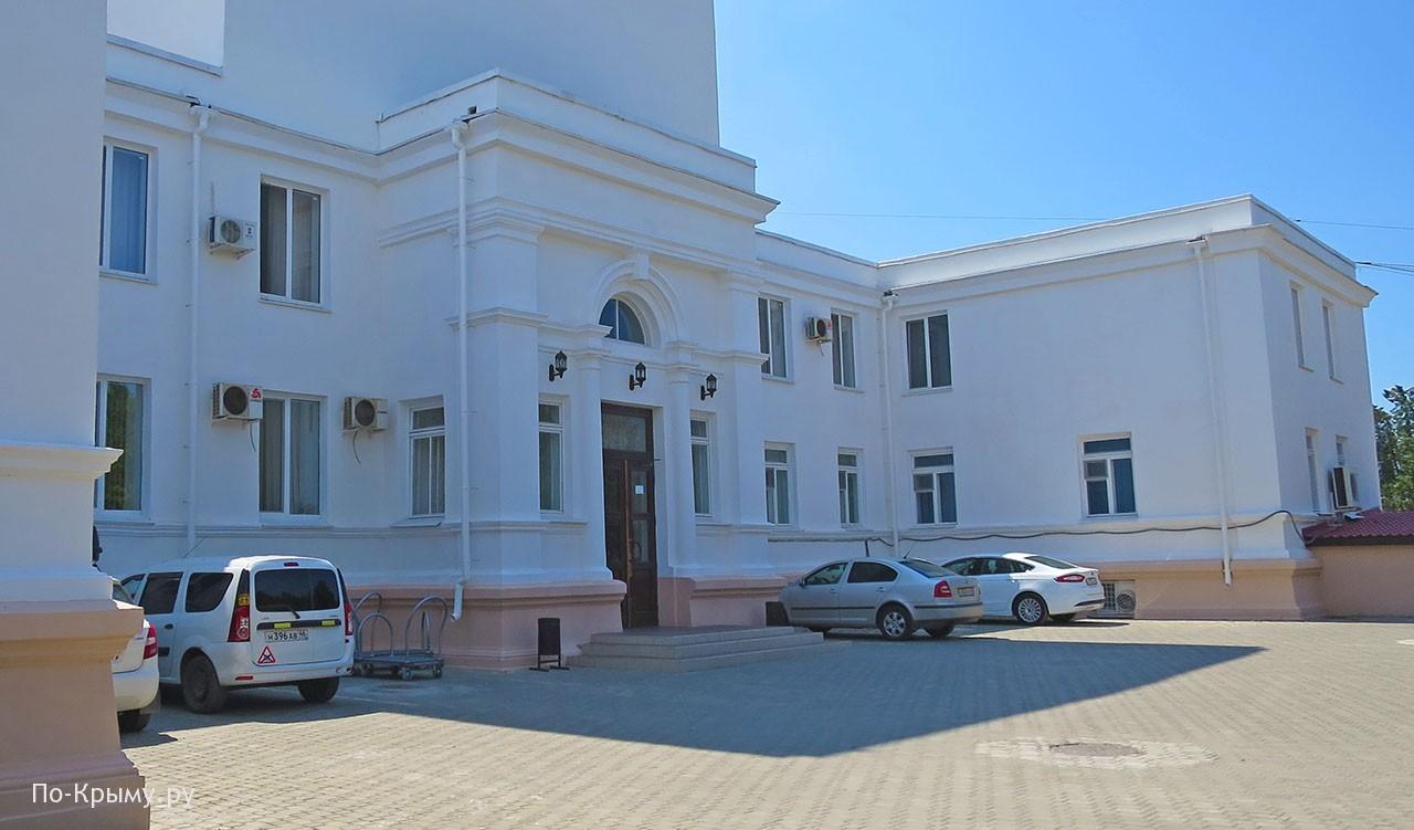 Усадьба графа Попова в пос. Оленевка, главный фасад