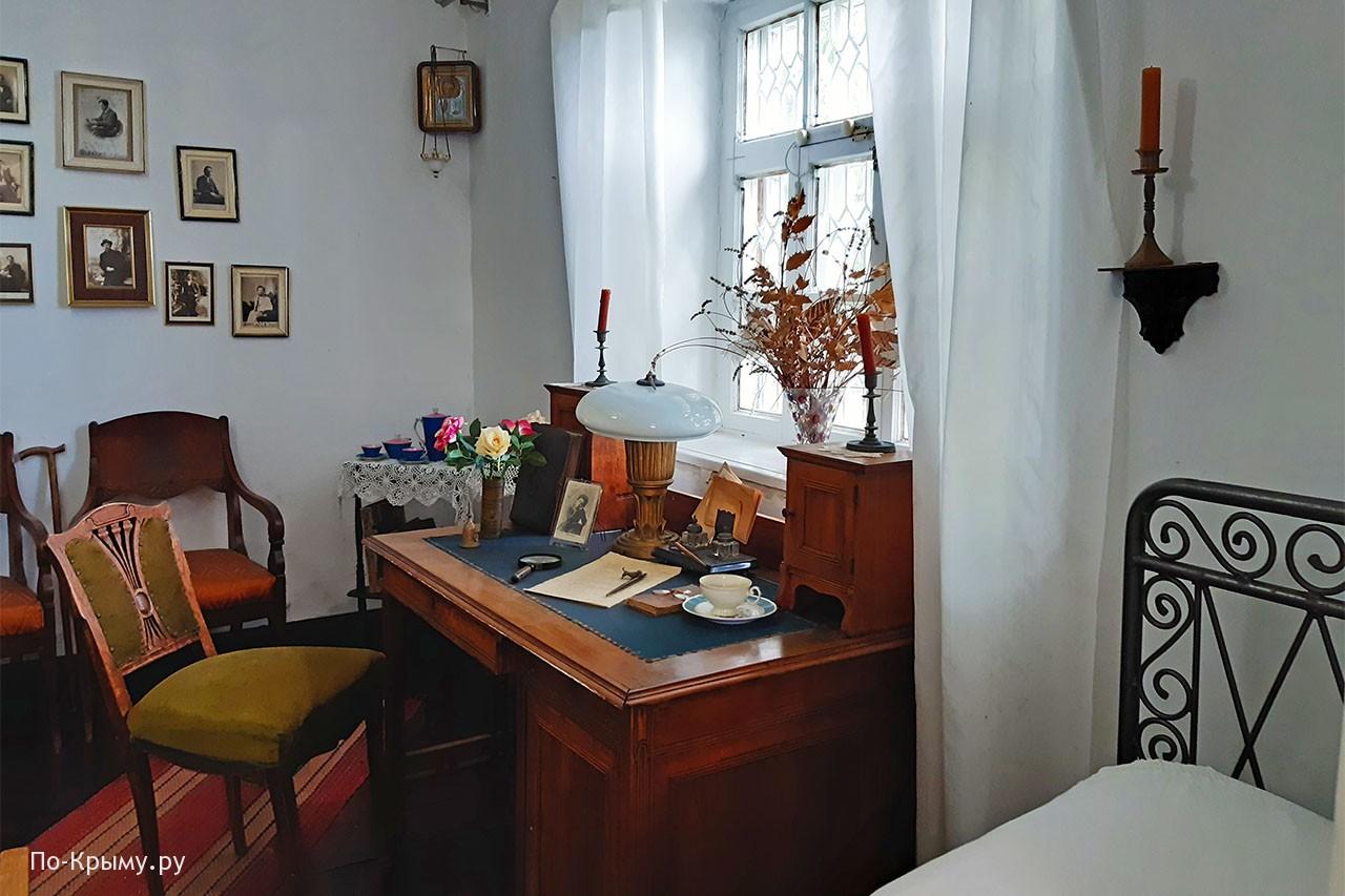 Комната Чехова в его доме