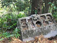 Каменные указатели в Массандровском парке