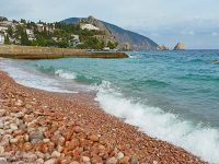Розовые галечные пляжи Южного берега Крыма