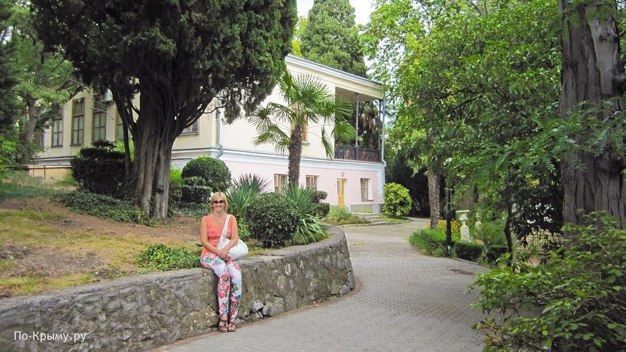 Под пушкинским кипарисом