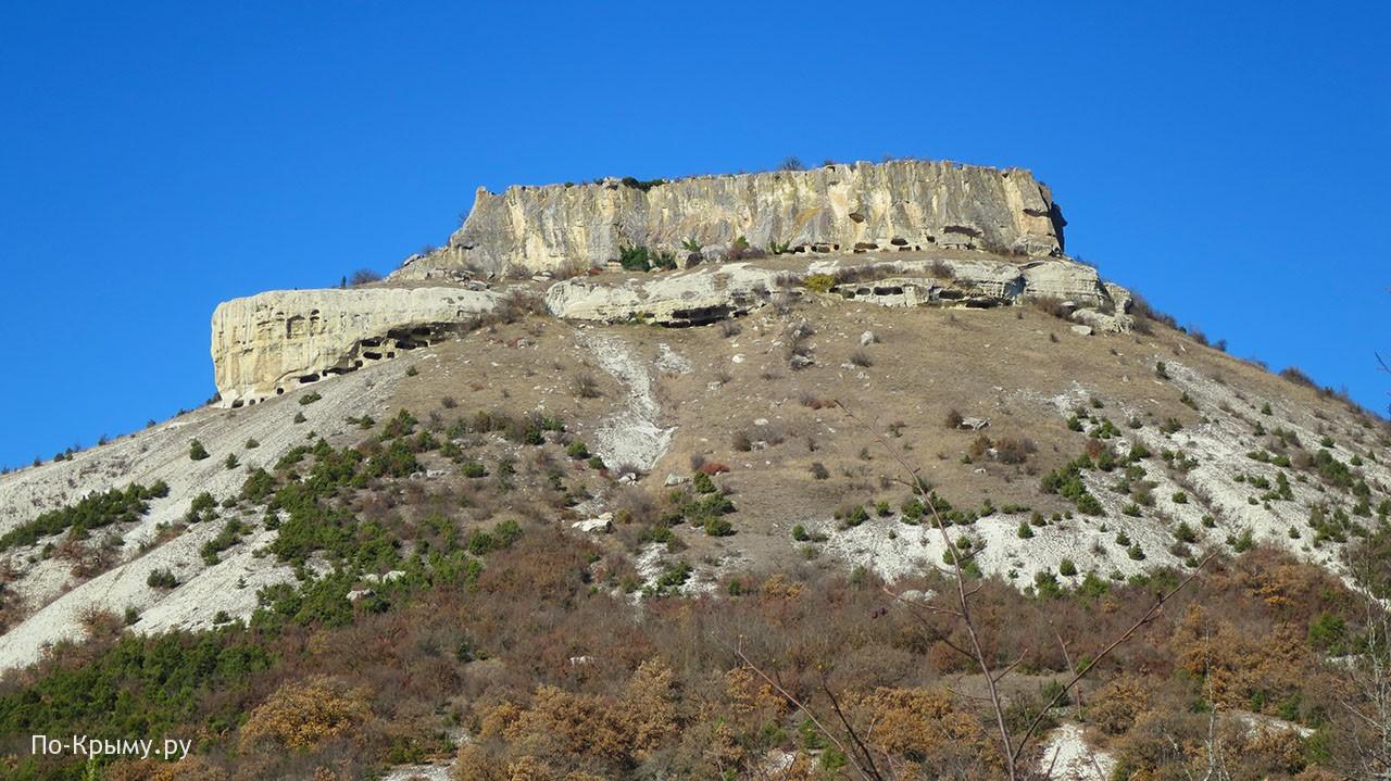 Два ряда пещер восточной стороны и южный выступ