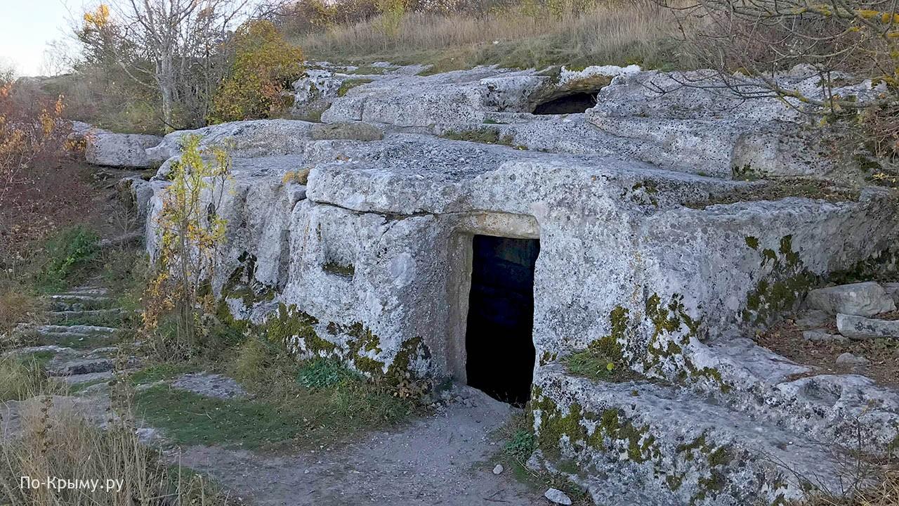 Пещерная церковь с баптистерием на Тепе-Кермене