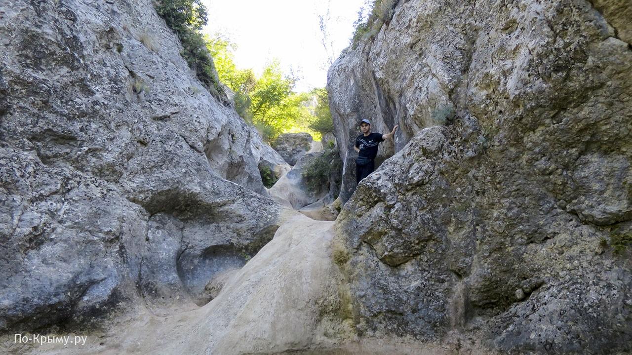 Трехкаскадный водопад в сентябре