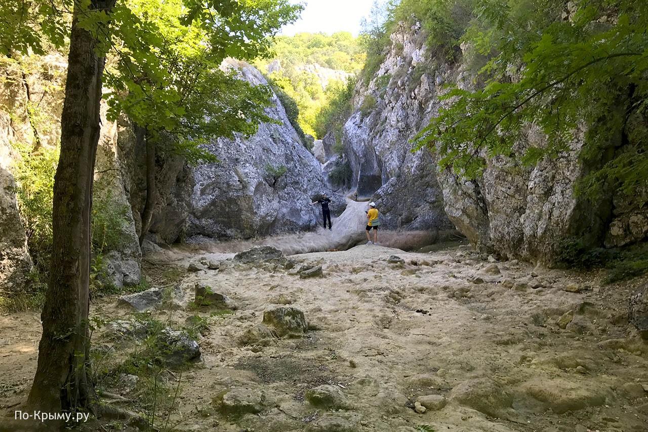 Трехкаскадный водопад, река Бага