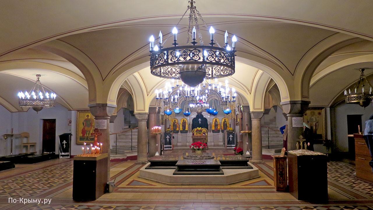 В нижней церкви Владимирского собора Севастополя