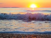 Прекрасный песчано-ракушечный берег Казантипского залива