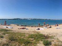 Просторный пляж Шкипер на Северной стороне Севастополя