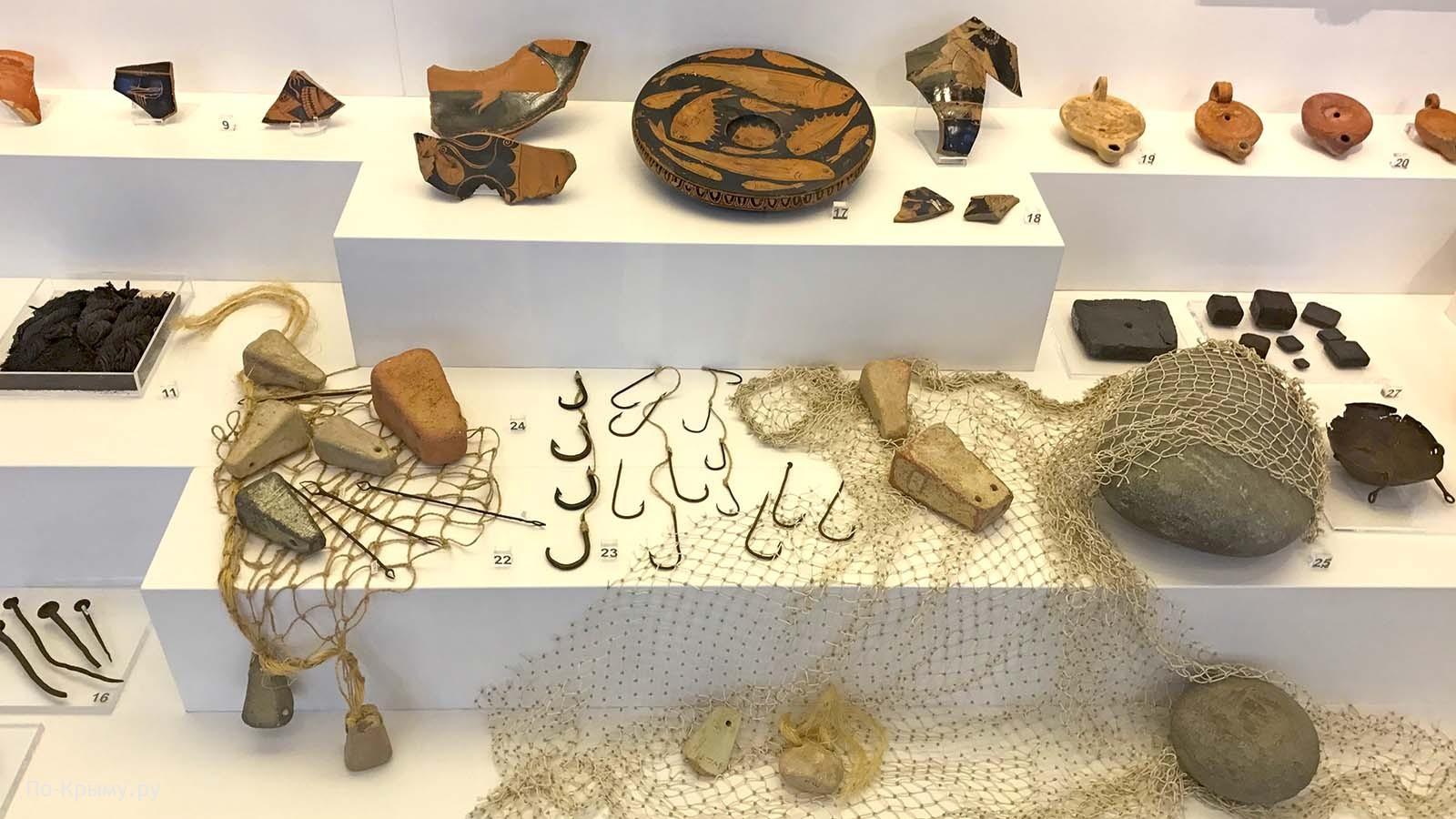 Рыболовные принадлежности в Античном музее Херсонеса