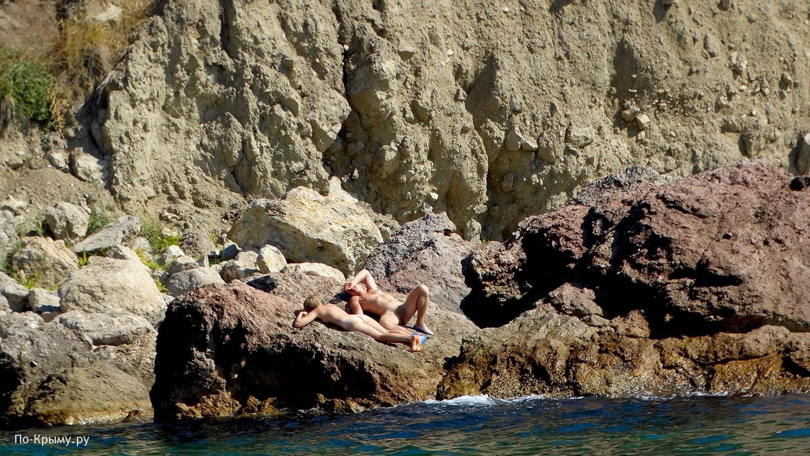 Нудисты отдыхают под Балаклавой