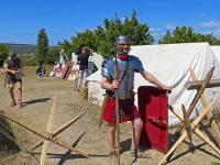 Древний римлянин охраняет лагерь