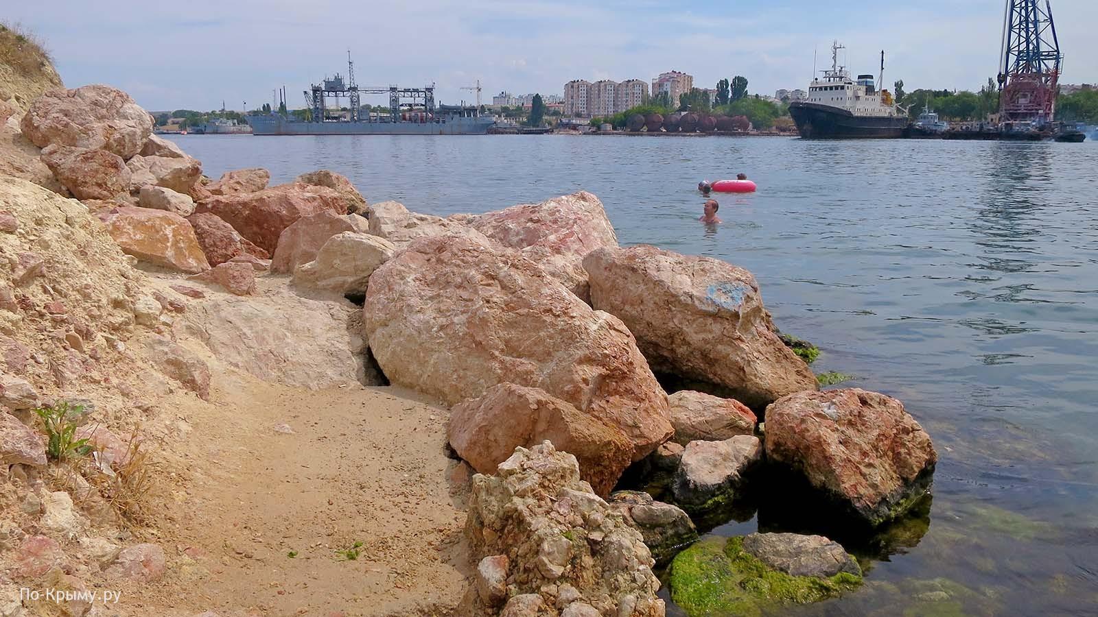 Пляж Красные камни в Севастополе