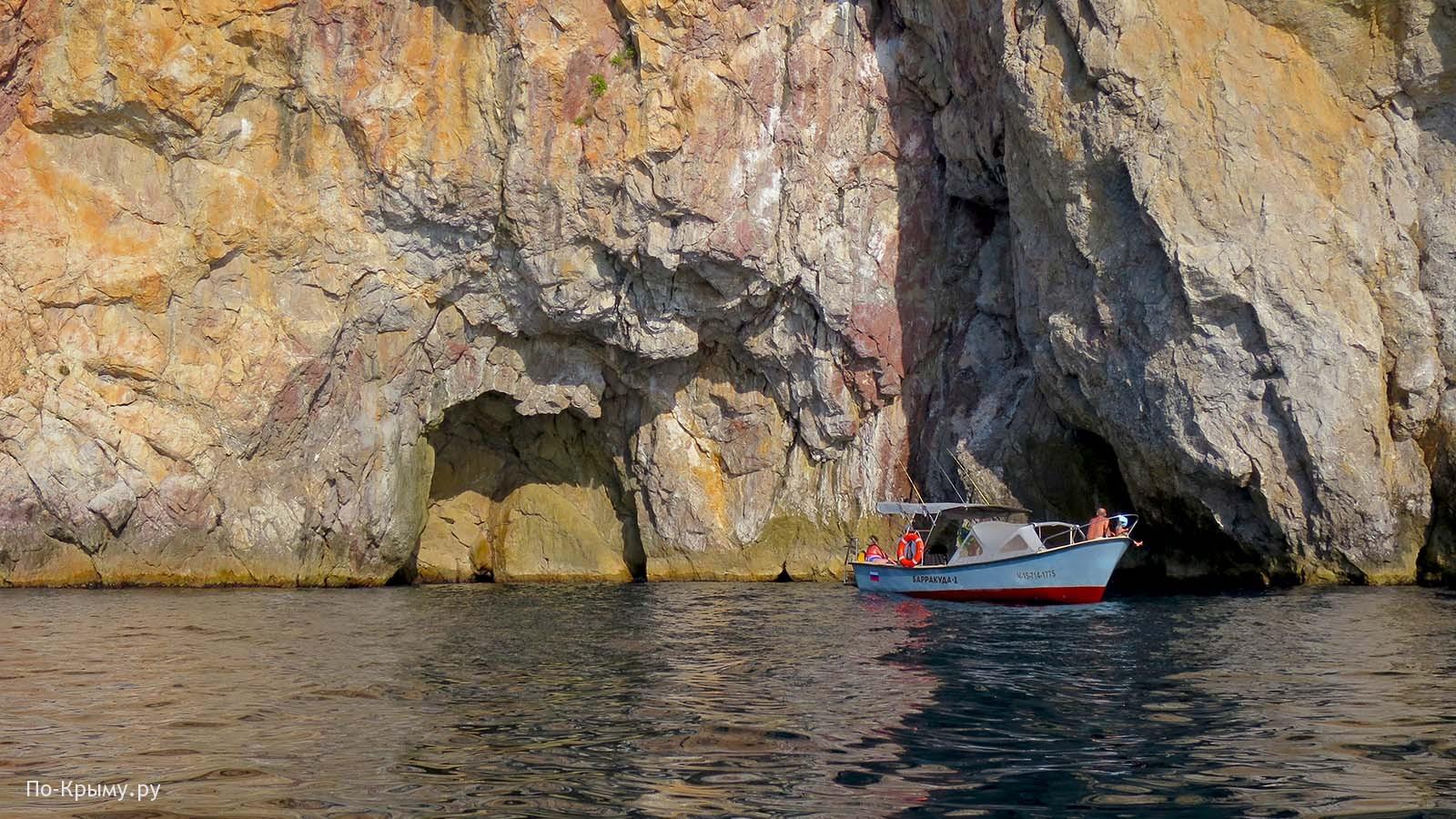 Поездка по морю из Балаклавы к скале Кокия-Кия
