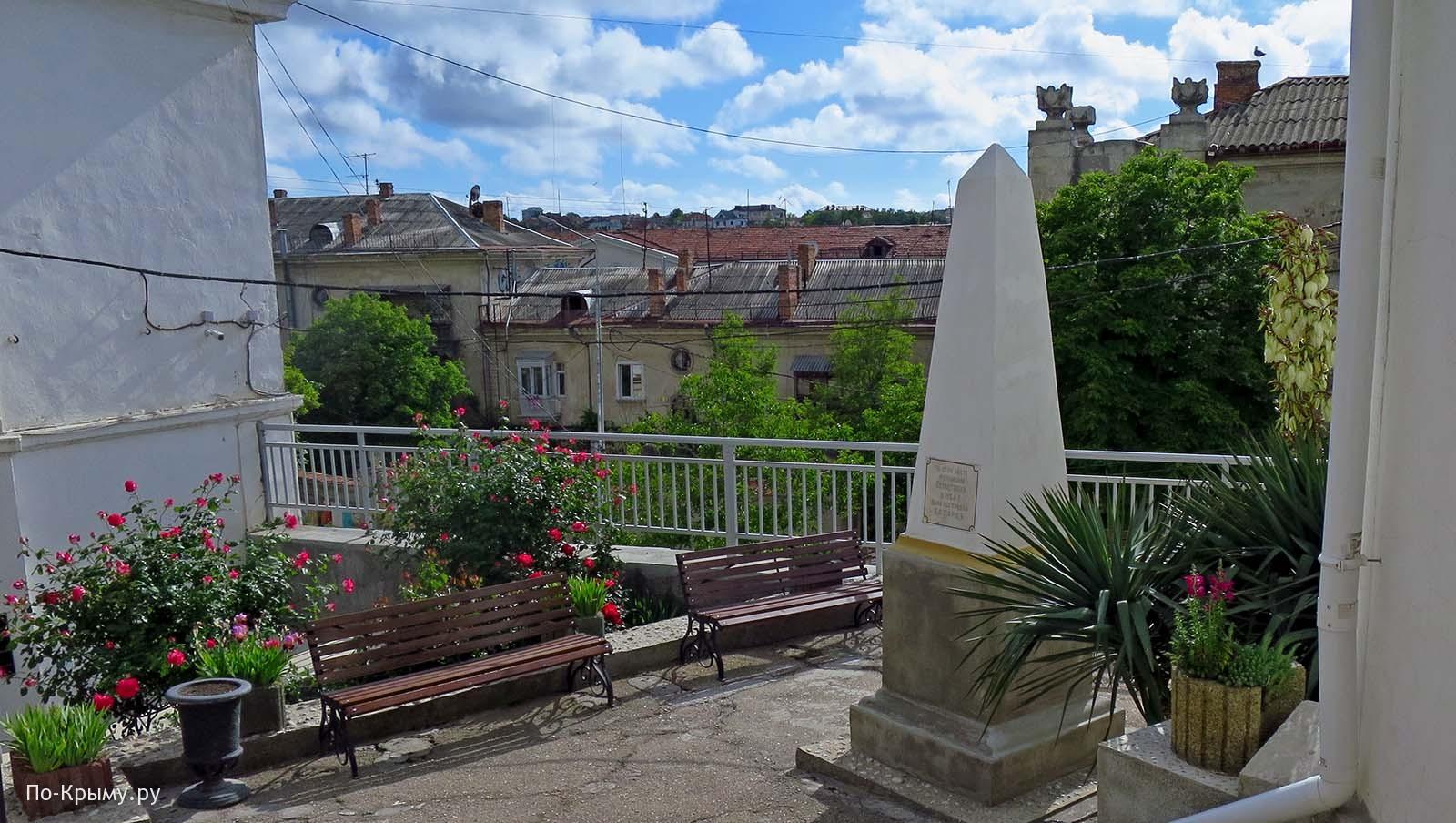 Памятник Девичьей батарее в Севастополе