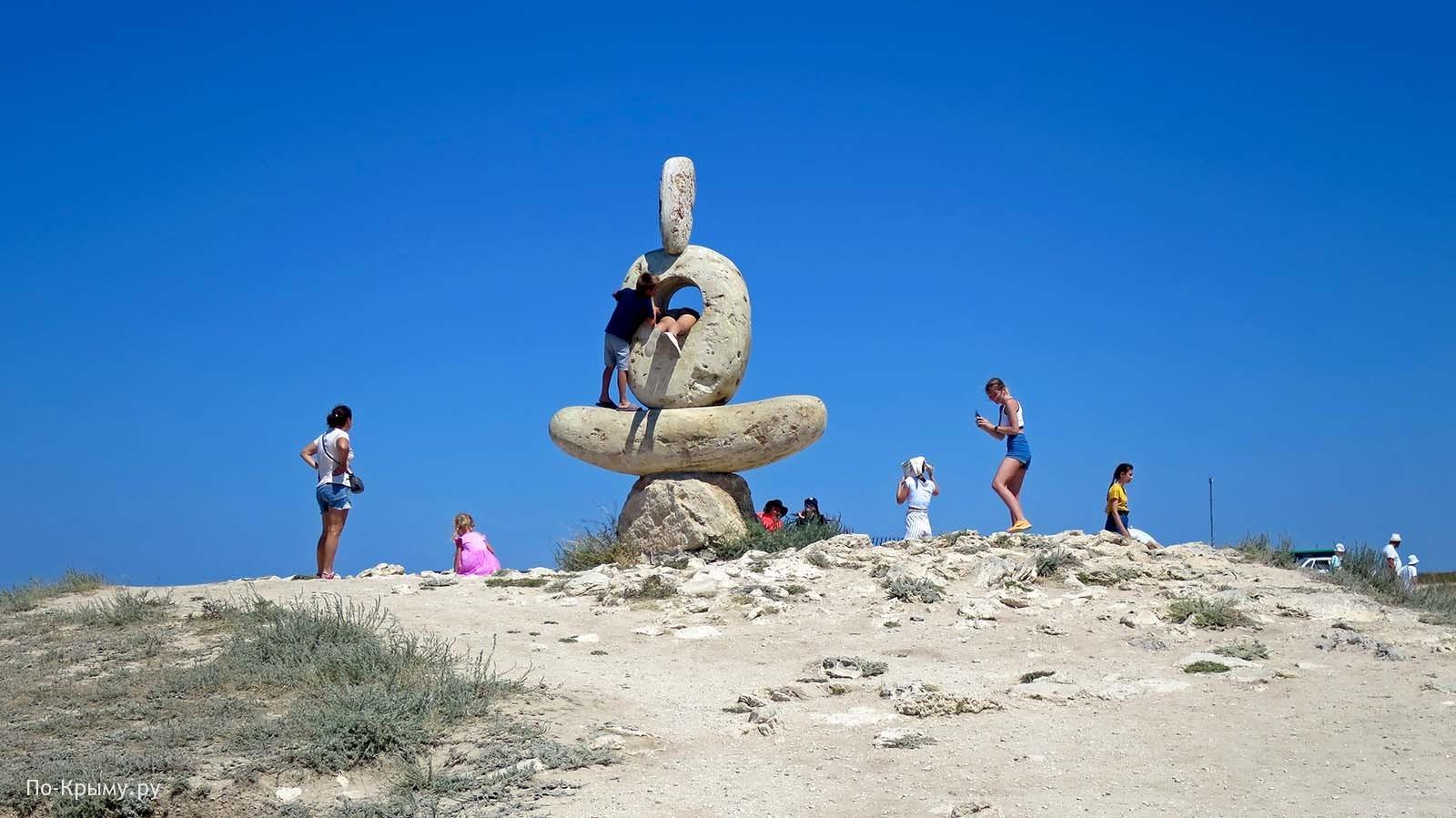 Скульптура «Мыслитель. Сердце Тарханкута»