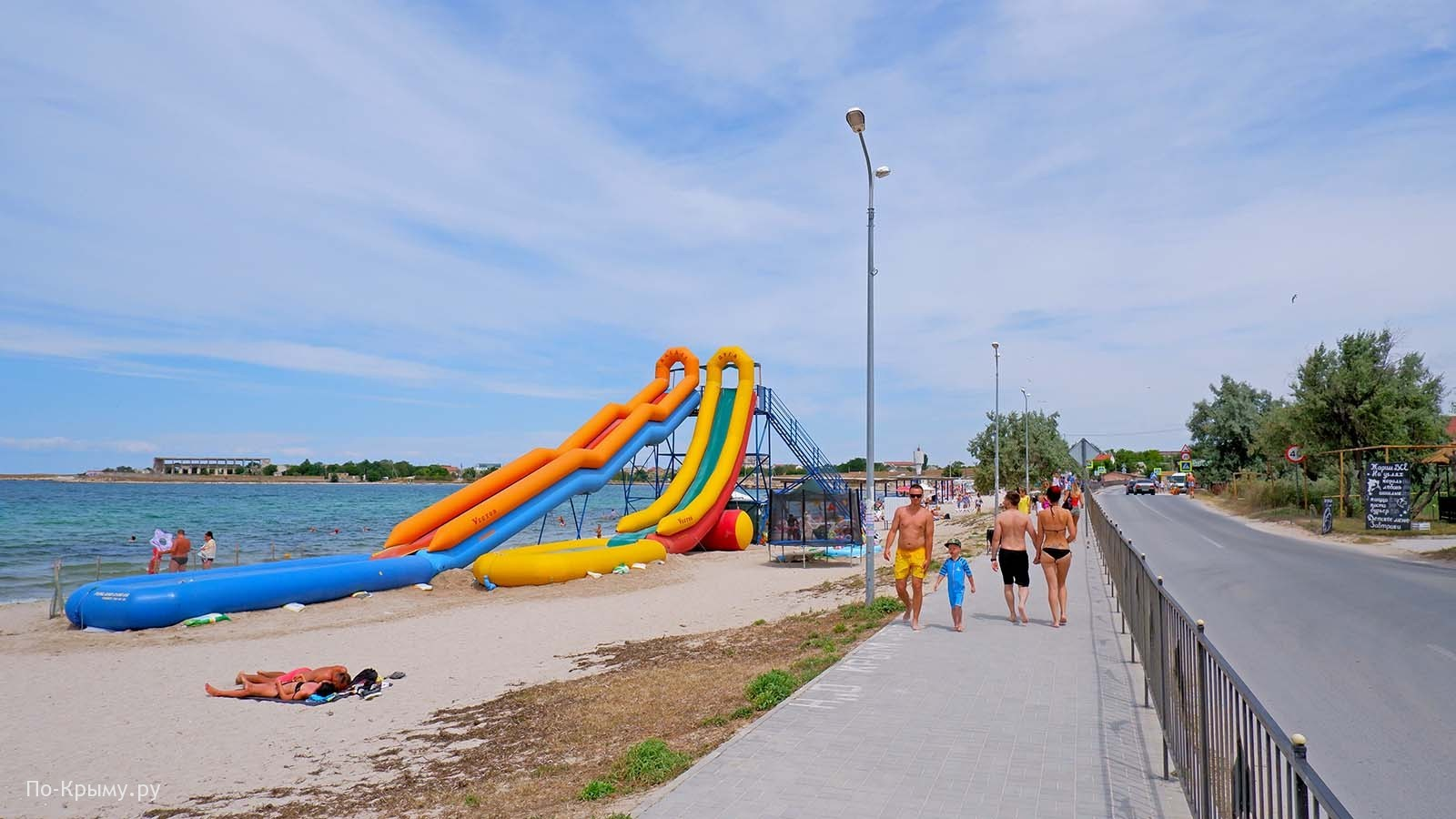 Детский пляж в Черноморском, бухта Узкая