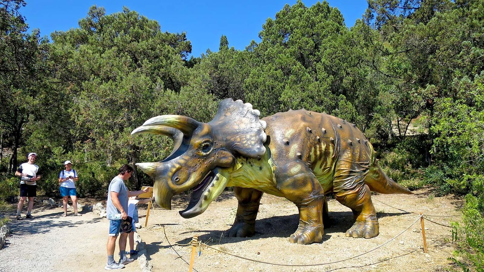 Выставка динозавров в Никитском ботаническом саду