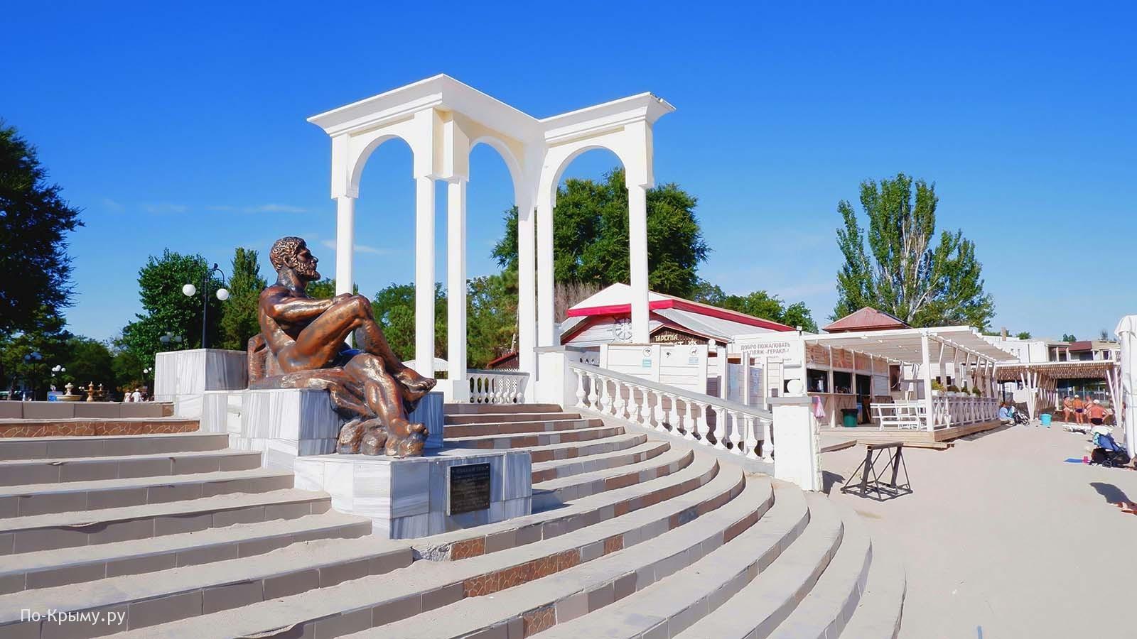 """Городской пляж """"У Геракла"""" в Евпатории"""