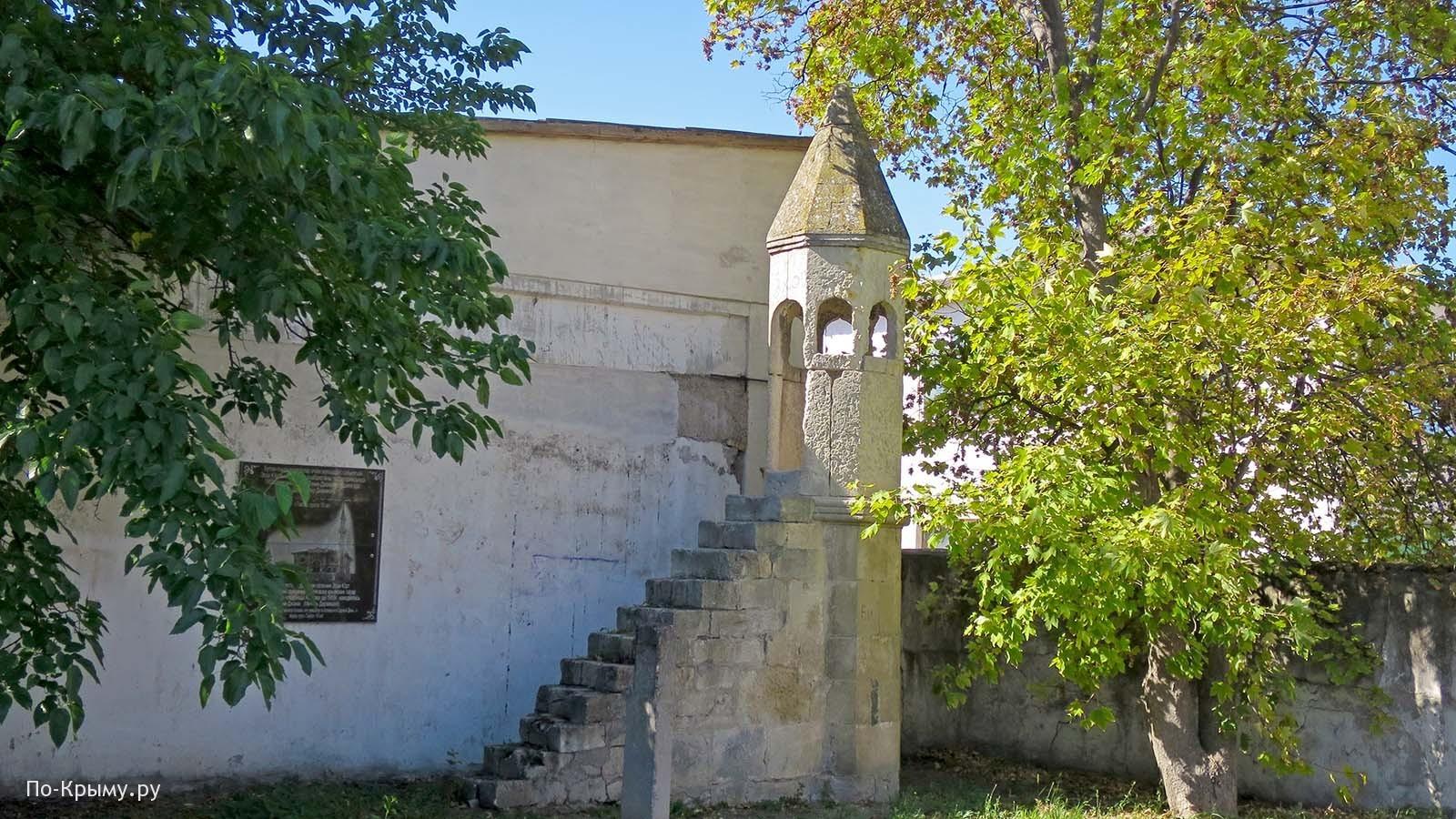 Мусульманское кладбище Азизлер в Бахчисарае, минбер