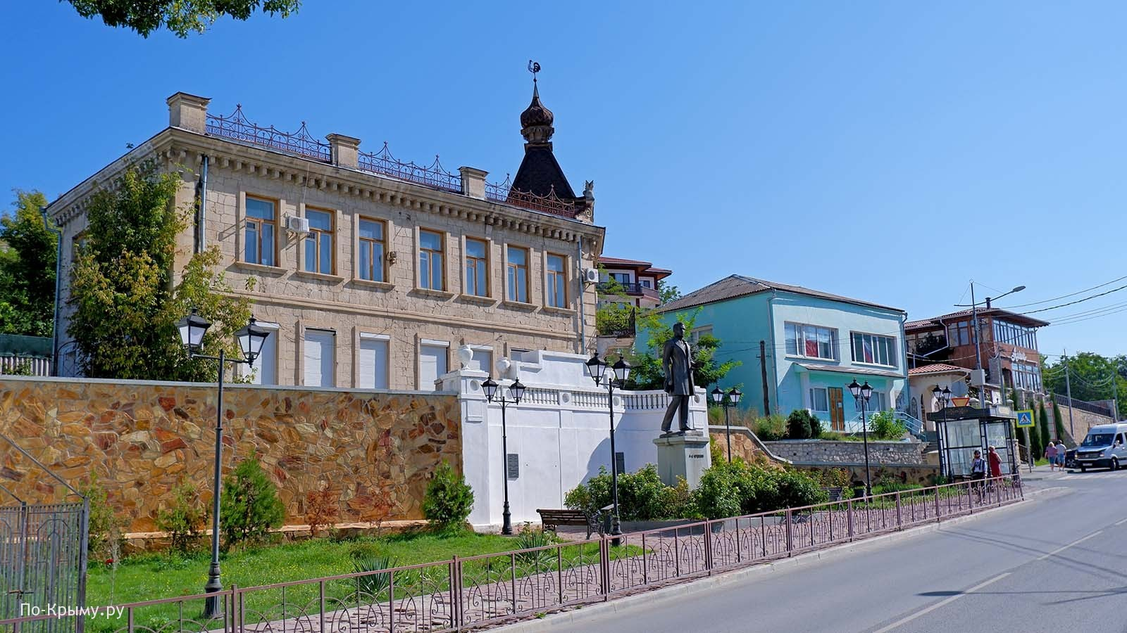 Памятник Пушкину в Бахчисарае