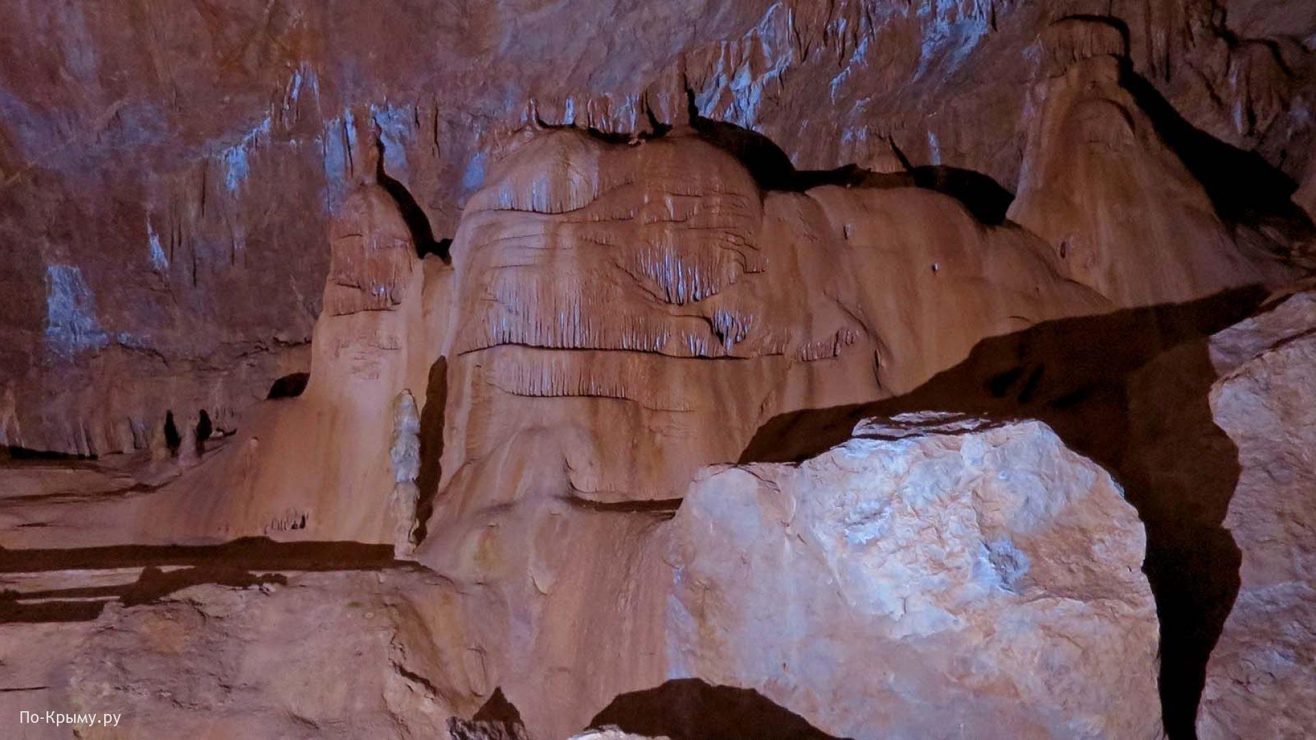 Стены Мраморной пещеры