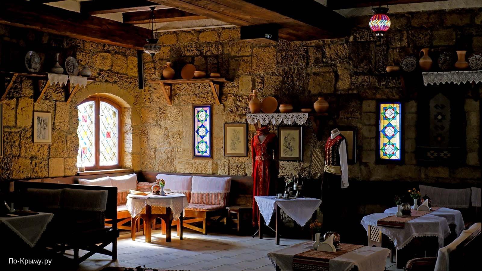Кафе Кезлев Къавеси - второй этаж гезлевских ворот