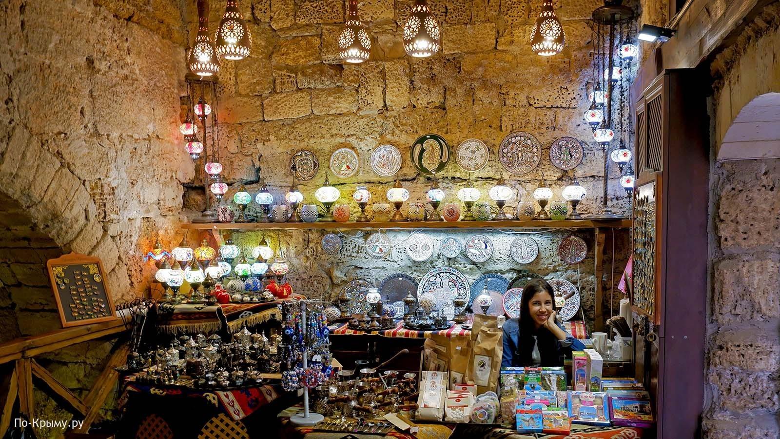 Гезлевские ворота, сувениры
