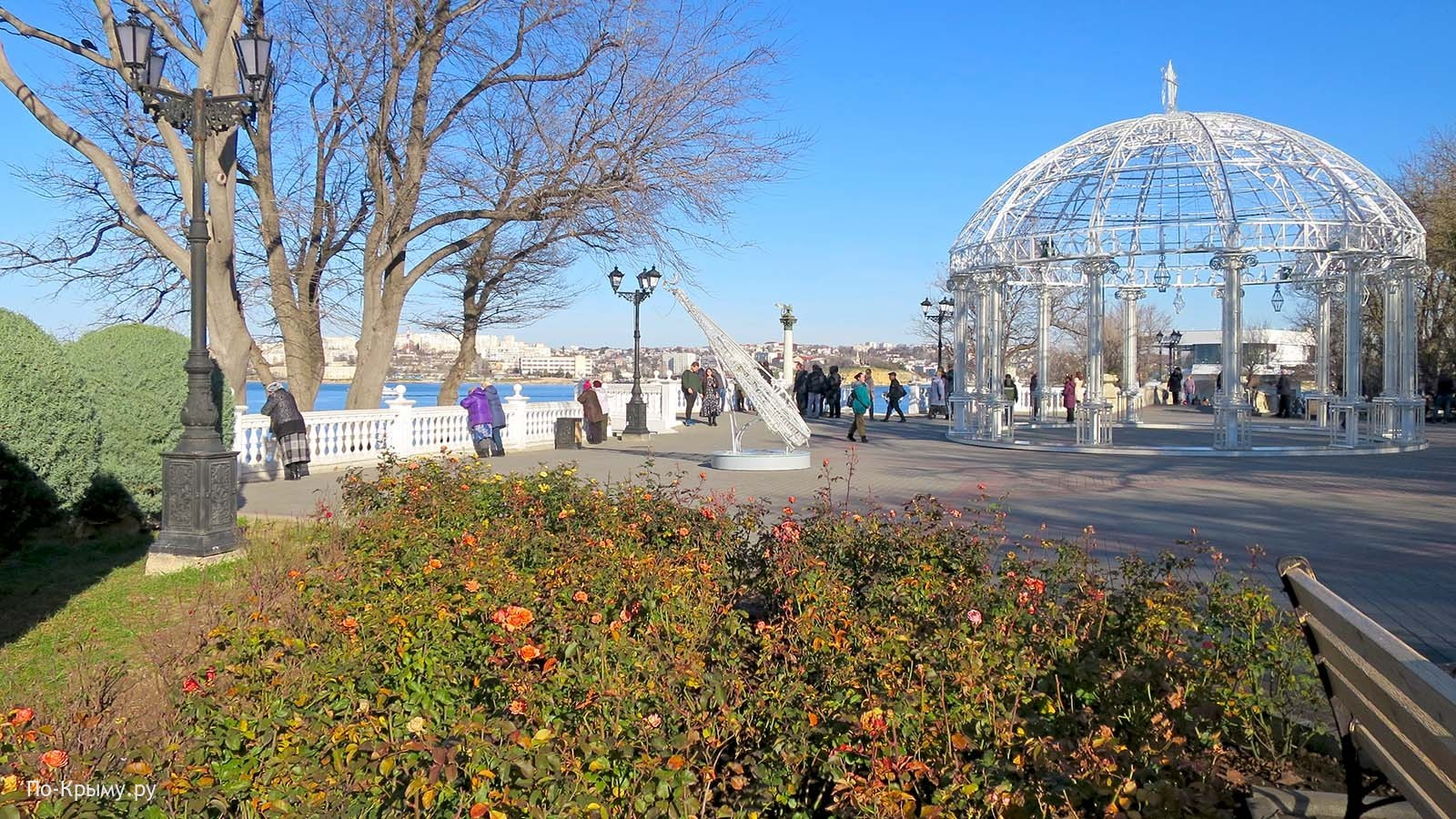 Севастополь, приморский бульвар, клумба с розами