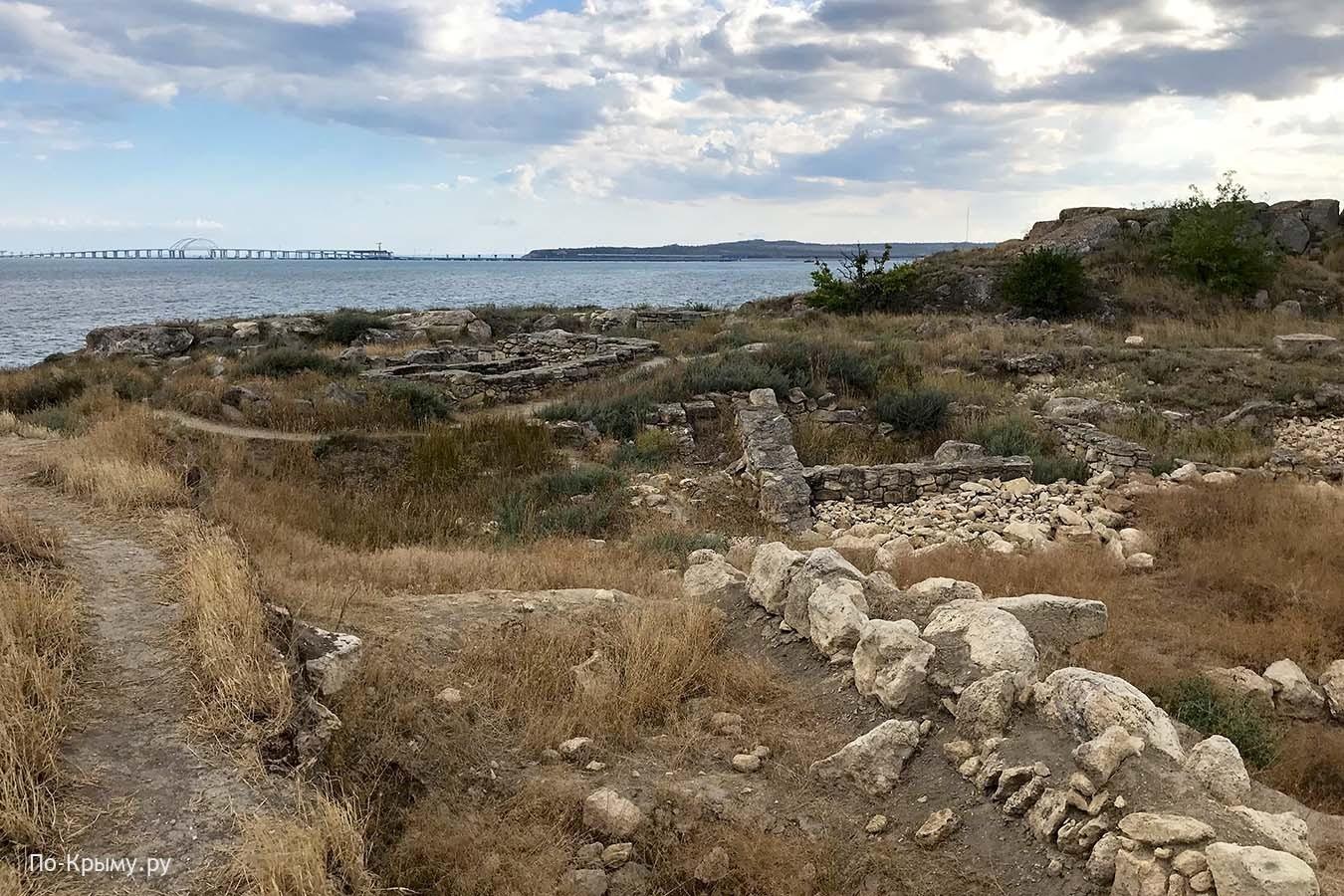 Вид на Крымский мост с Карантинного мыса