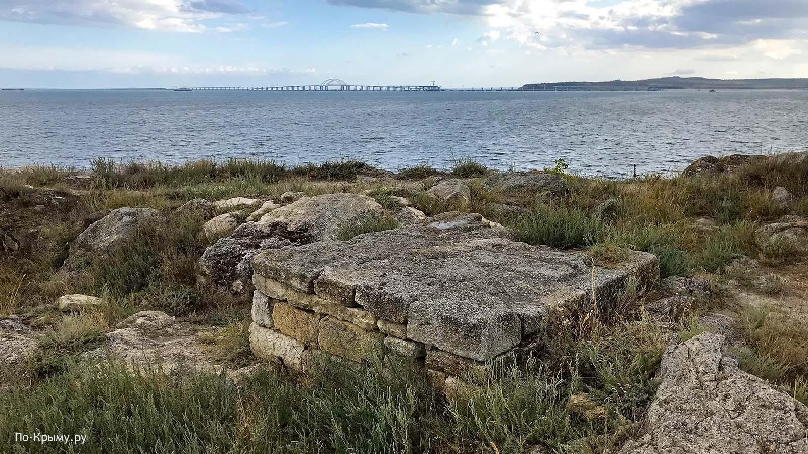 Руины Мирмекия на Карантинном мысу в Керчи