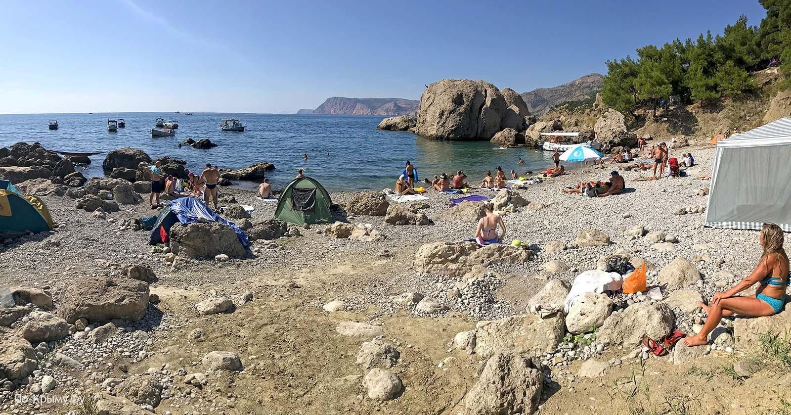 Крупногалечный пляж Жопа в Крыму