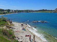 Дикий пляж в Карантинной бухте Севастополя