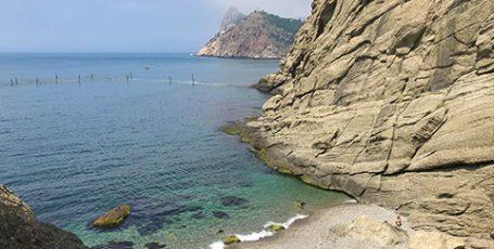 Дикий пляж Шайтан у Балаклавы