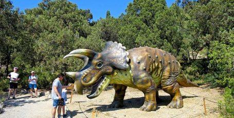 Приморский парк с динозаврами в Никите, Ялта