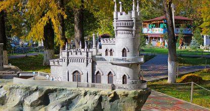 Парк миниатюр в Бахчисарае с зоопарком